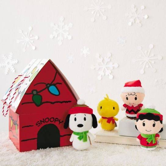 Holiday-Peanuts-itty-bittys-Set-root-HOLIDAYPEANUTSITTYBITTYSSETPS_HOLIDAYPEANUTSITTYBITTYSSETPS_1470_1.jpg_Source_Image.jpg